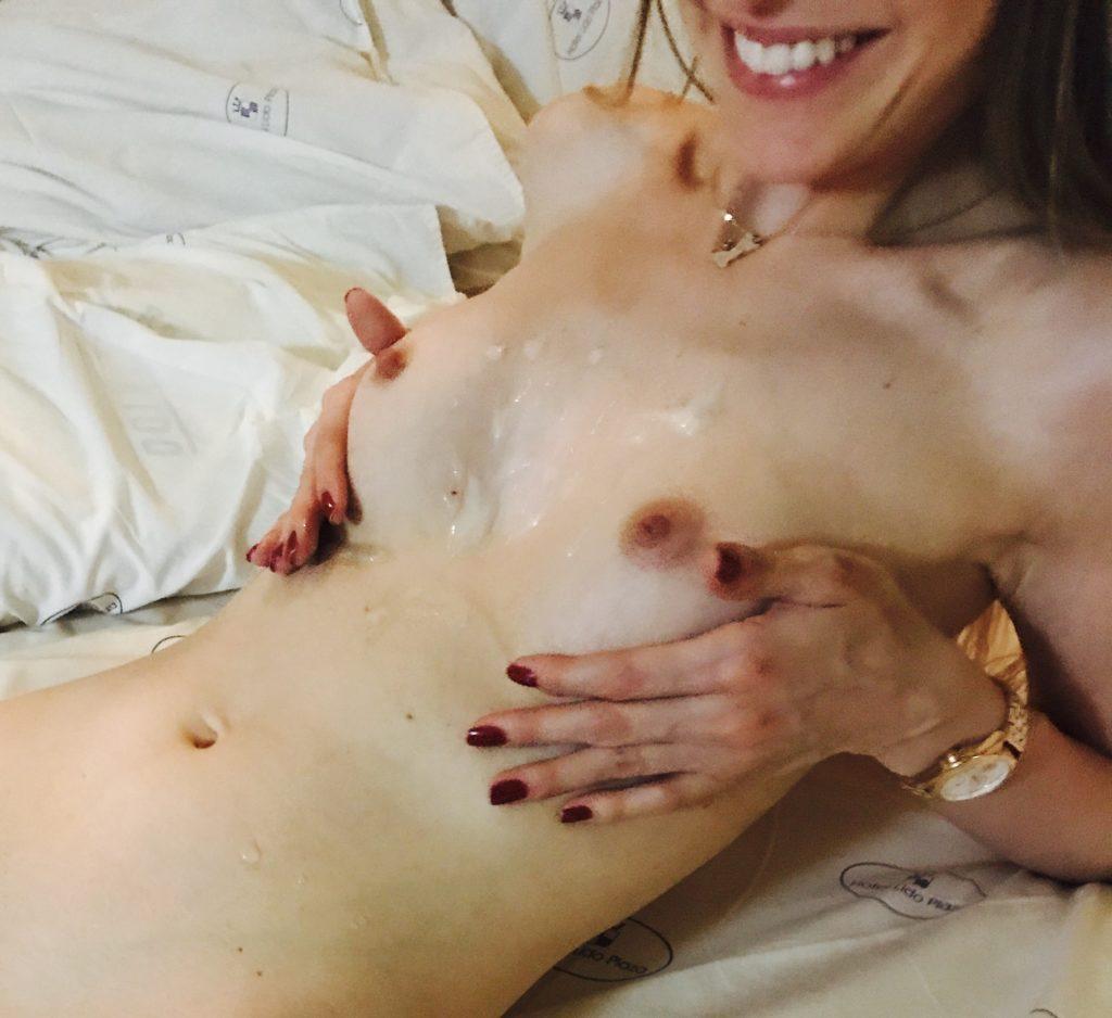 Sara Müller Gozada nos Seios Amorável