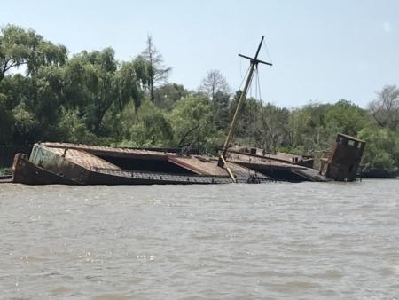 Barco Naufragado Estação Fluvial de Tigre Cruzeiro Organizado